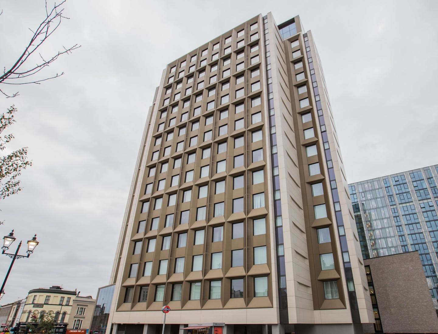 Façades that adapt  - Archway Tower 43