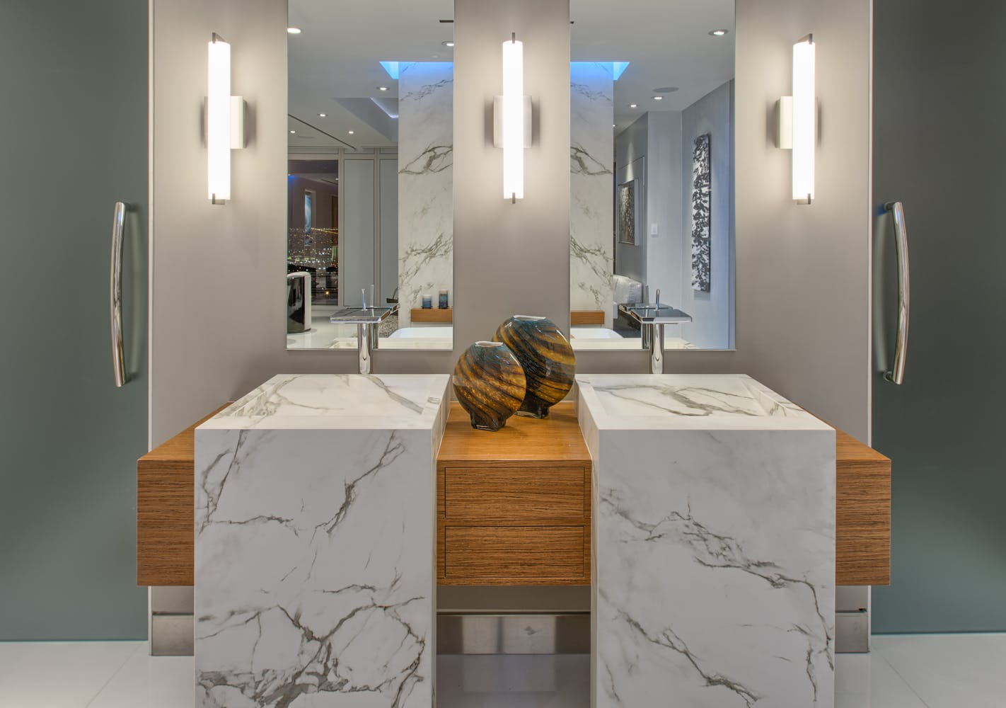 Salles de bains de designer aux matériaux uniques  - Soluciones Customizadas 38