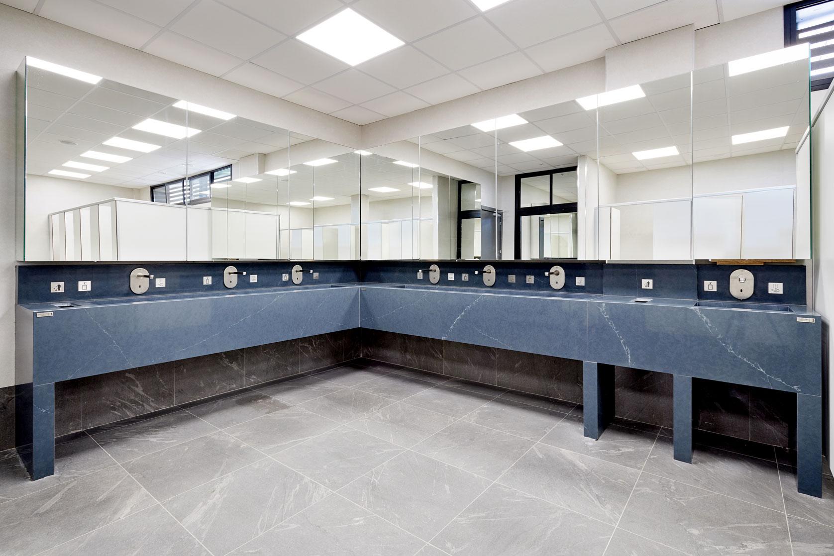 LD Sevilla  - cosentino 108 baño comun DSC 9841 63