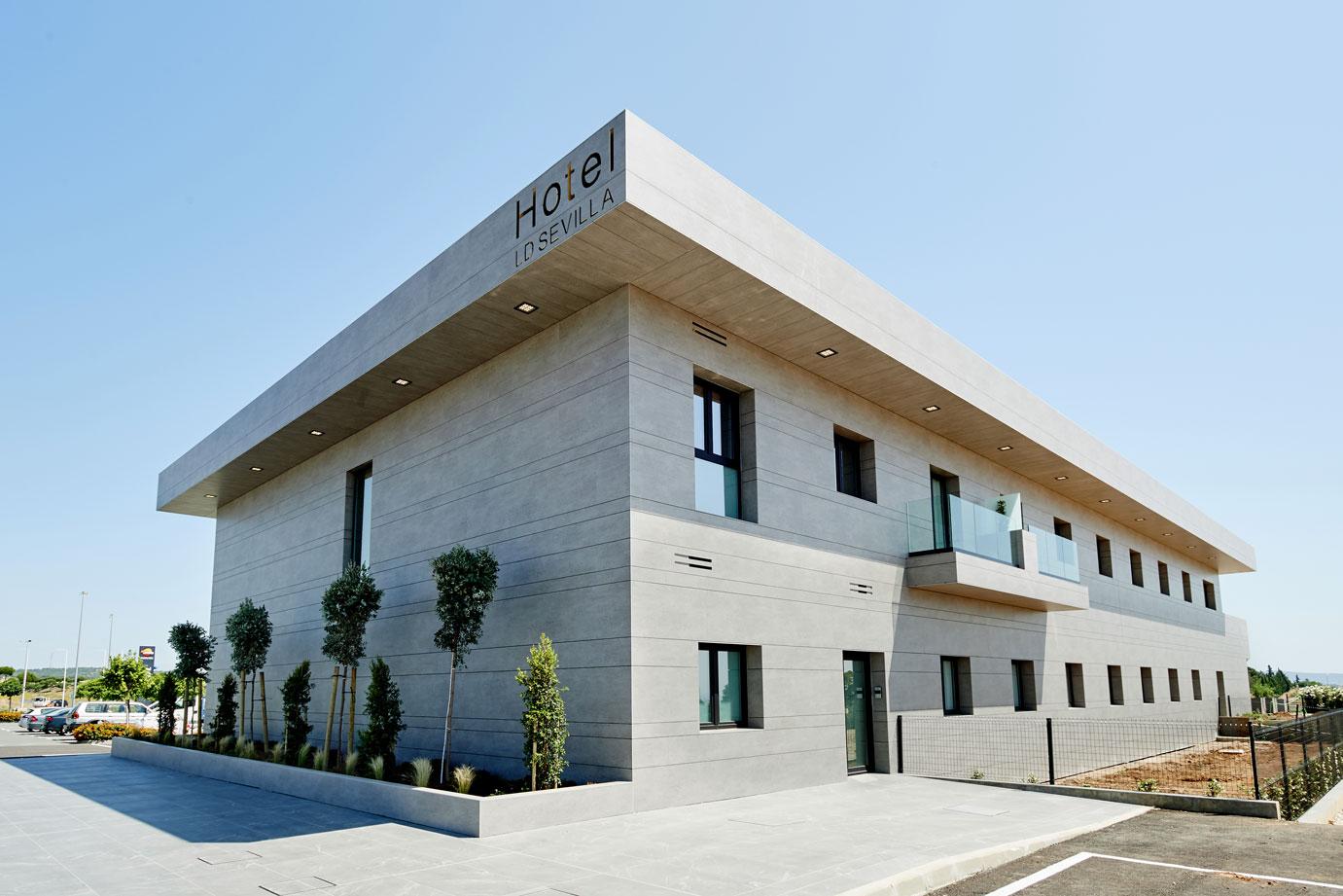LD Sevilla  - cosentino 186 fachada frontal lateral DSC 0029 36