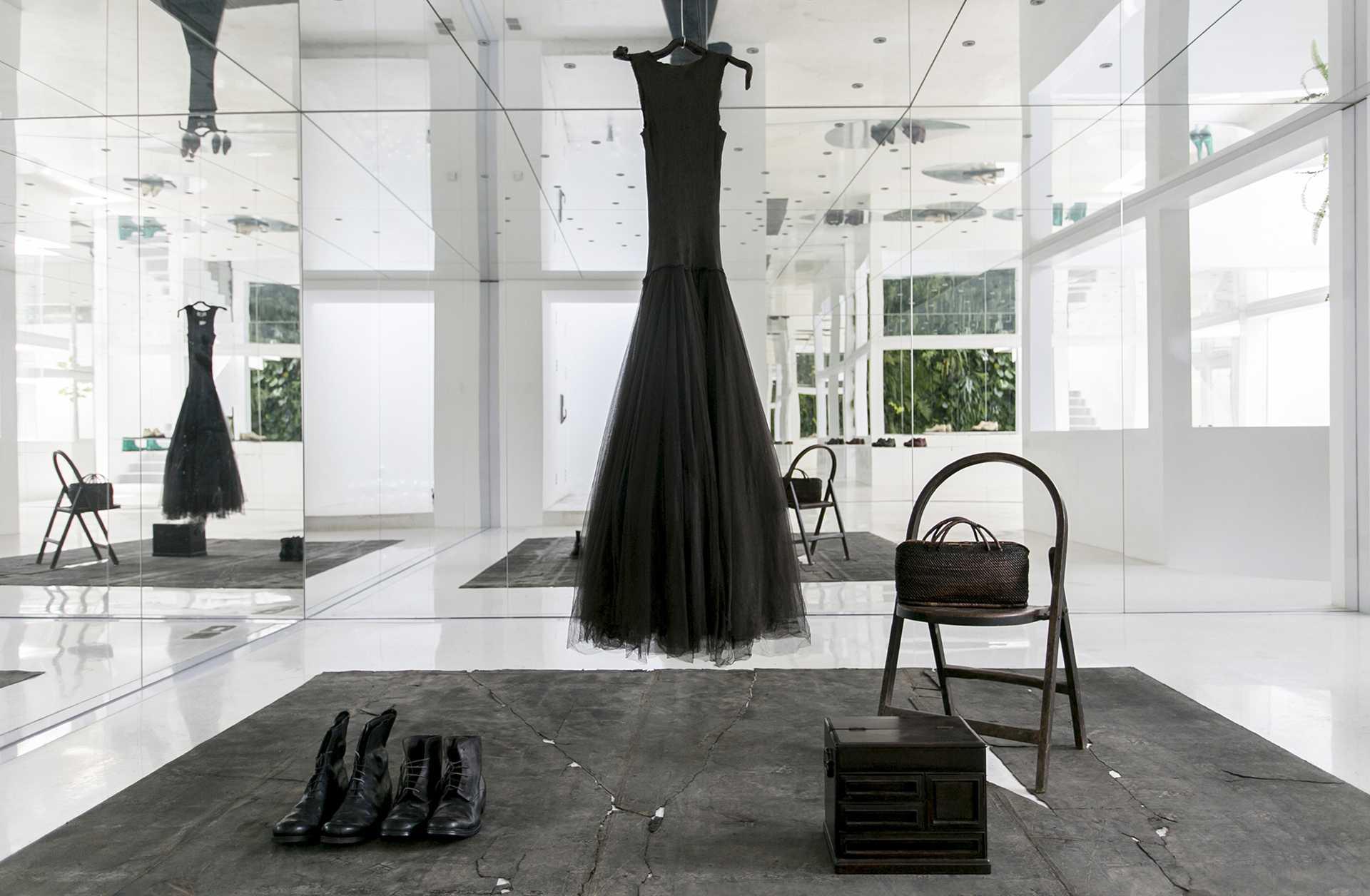 Mirror Garden  - 10 Hong Qiang 52