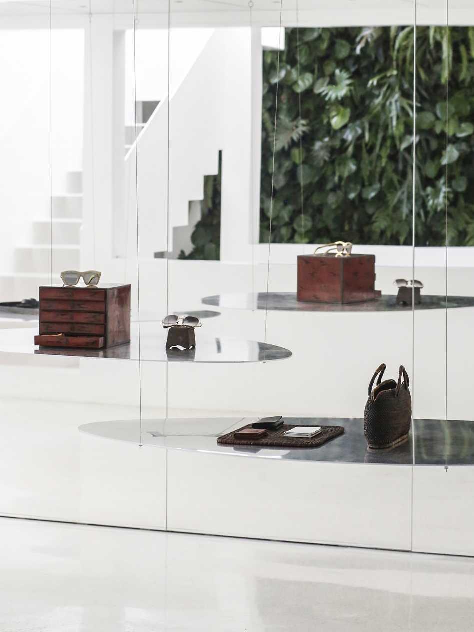 Mirror Garden  - 11.1 Hong Qiang 55