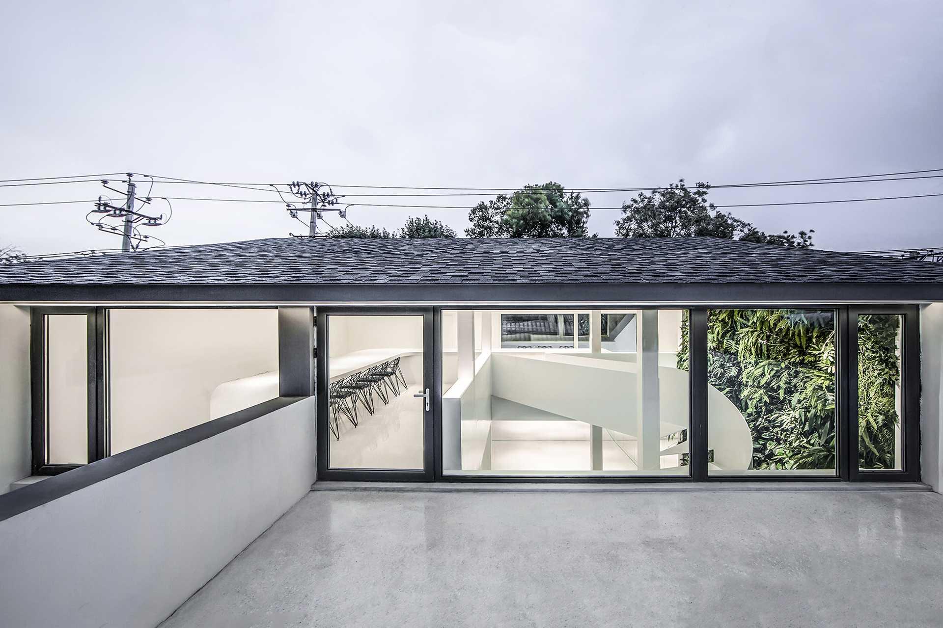 Mirror Garden  - 2 Hong Qiang 33