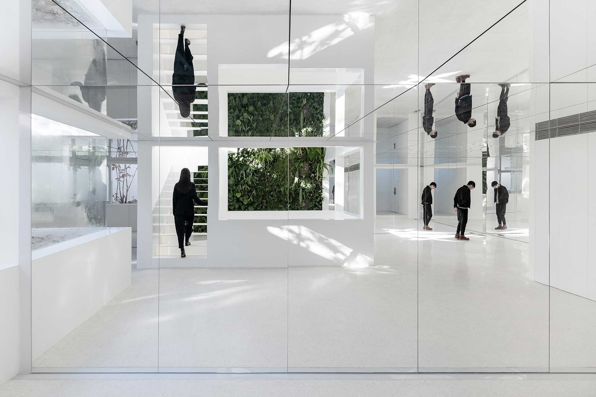 Mirror Garden  - 3 Wang Ning 35