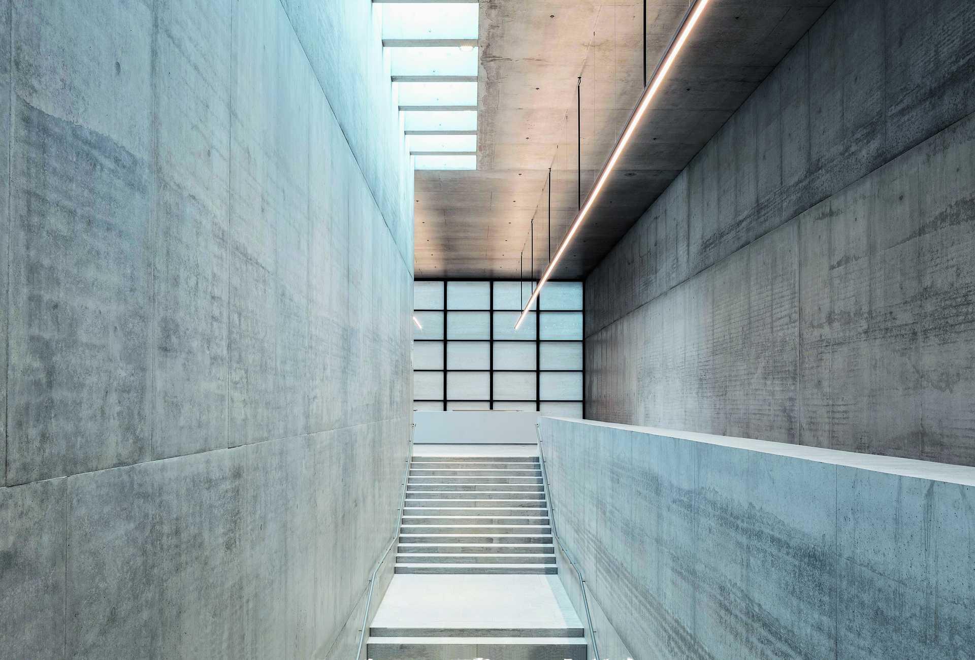 James Simon Galerie  - 37 6 42