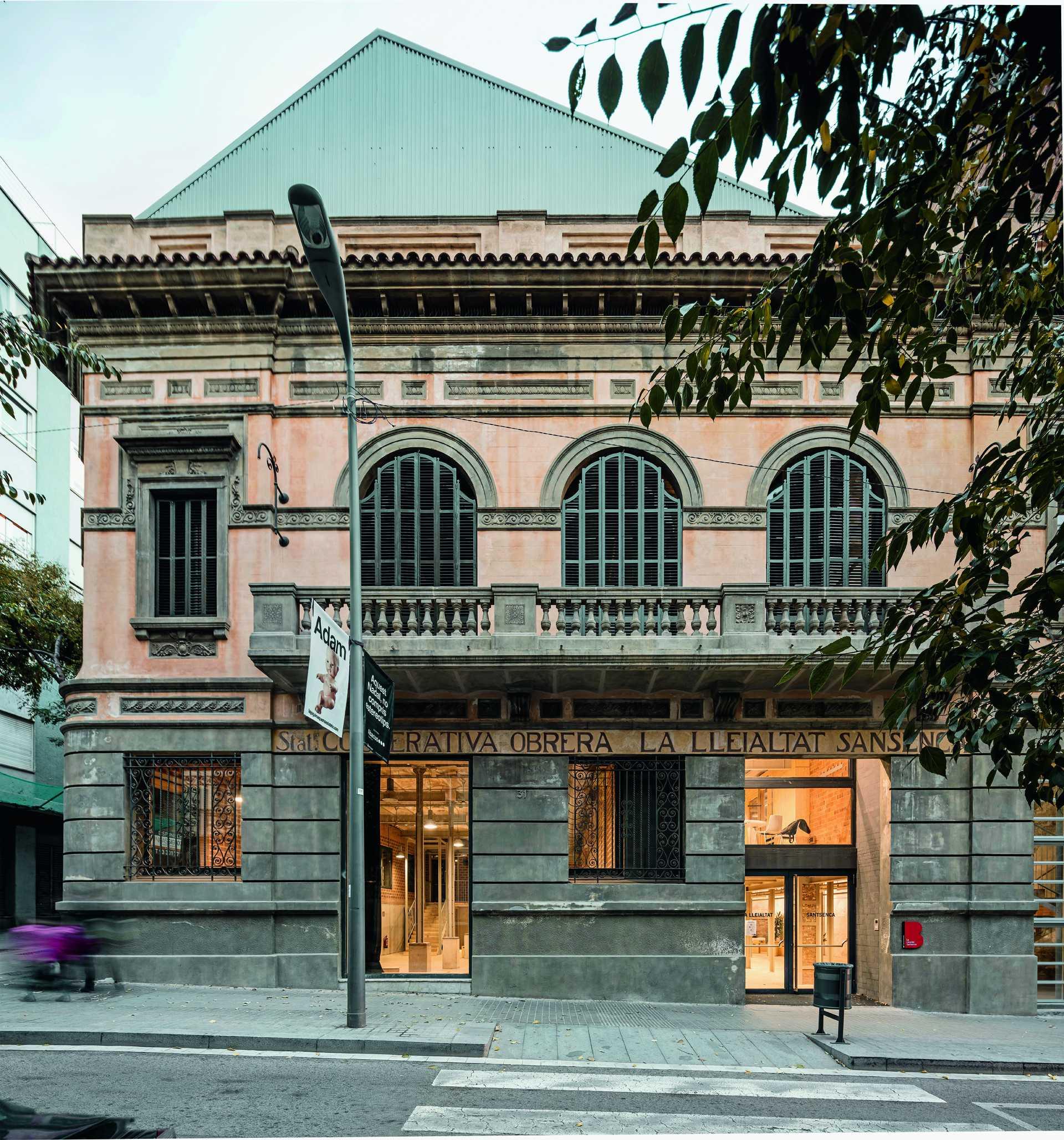 Civic Centre  Lleialtat Santsenca 1214  - 3 1 31