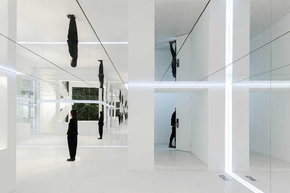 Mirror Garden  - 4.1 Wang Ning 37
