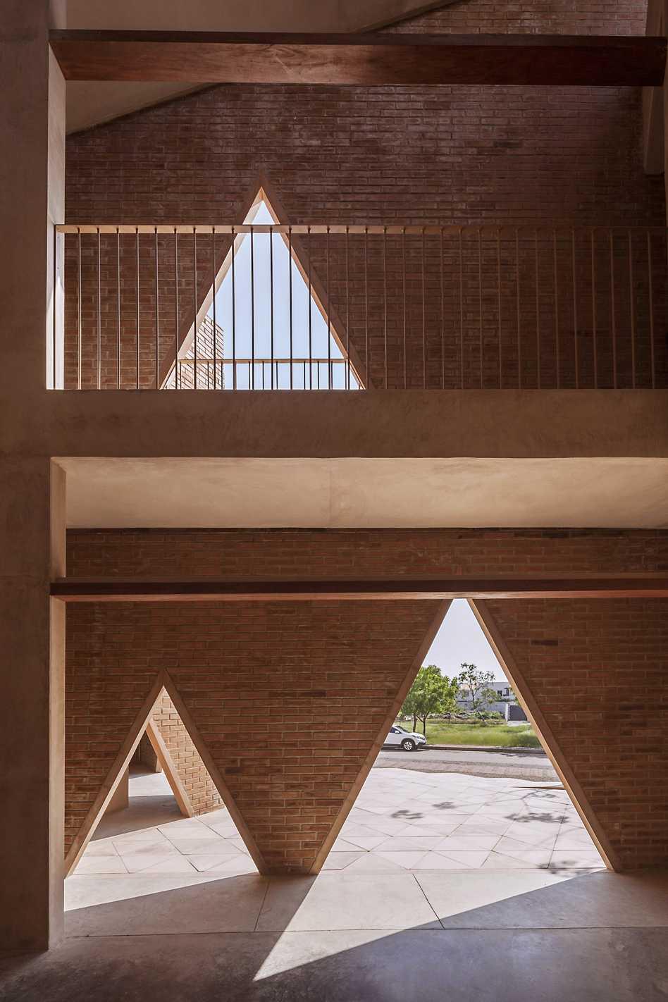 María Montessori School  - 55 05 37