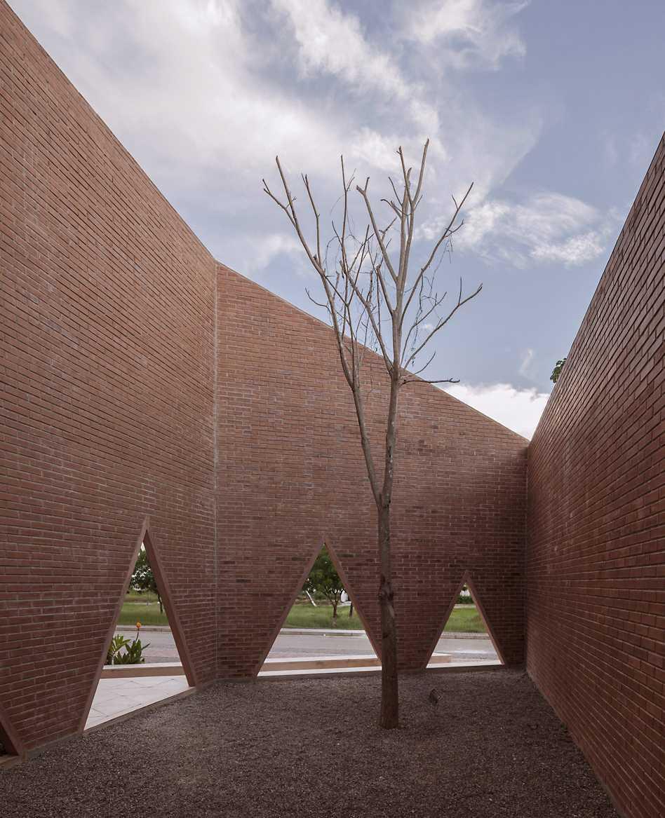 María Montessori School  - 56 04 35