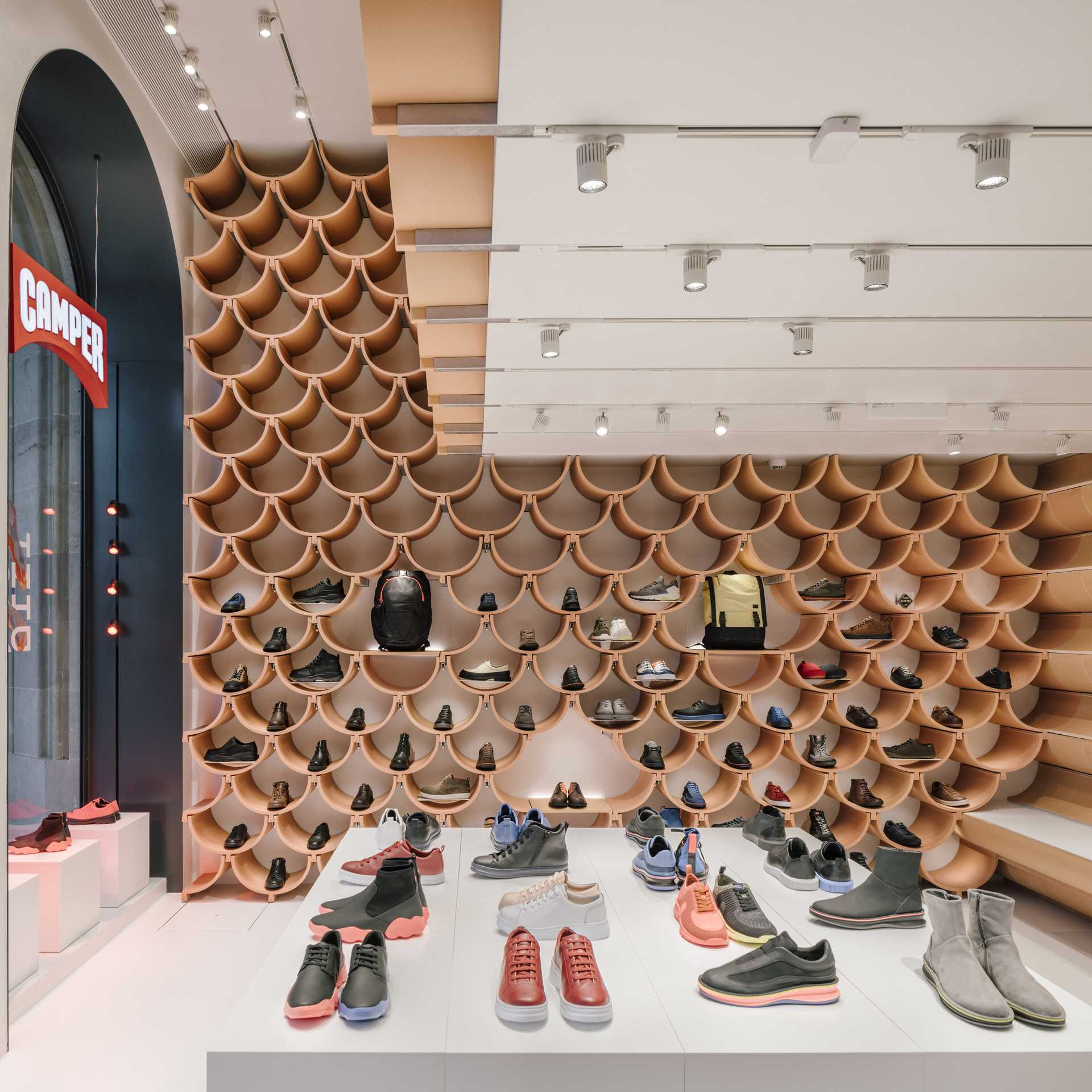 Camper shop in Paseo de Gracia  - 58 02 35