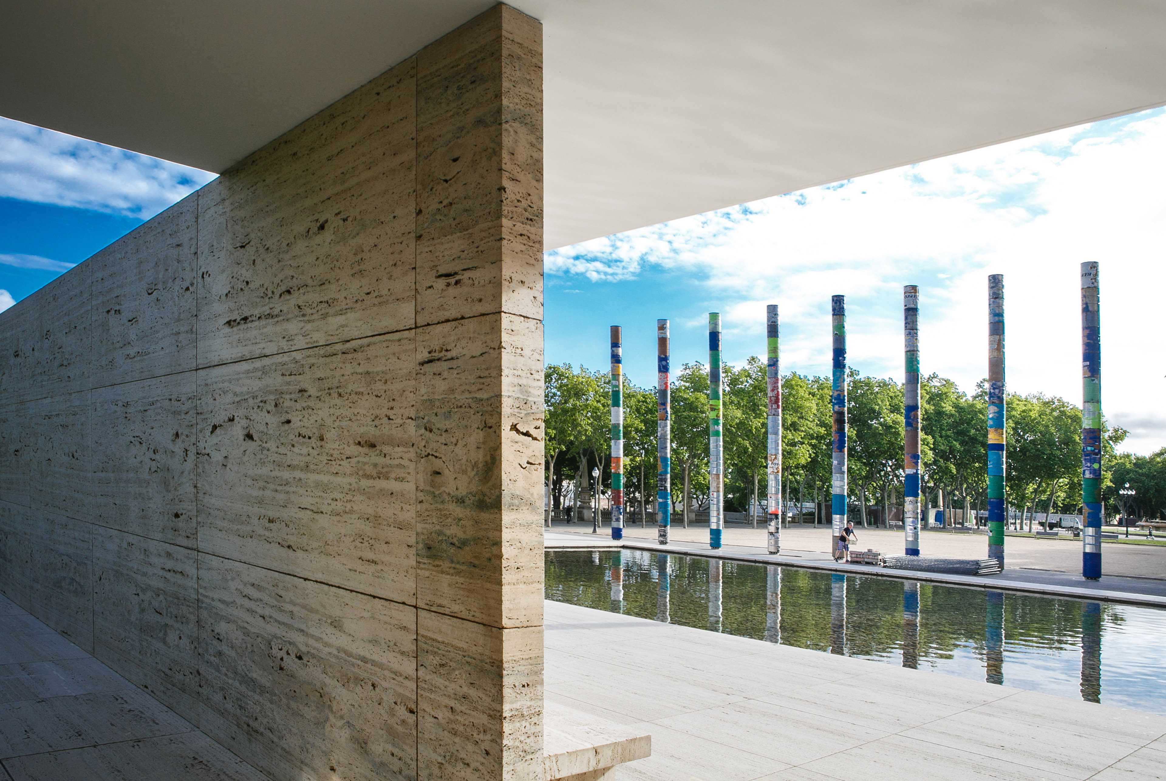 Columnas conmemorativas Pabellón de Barcelona  - 70 03 35