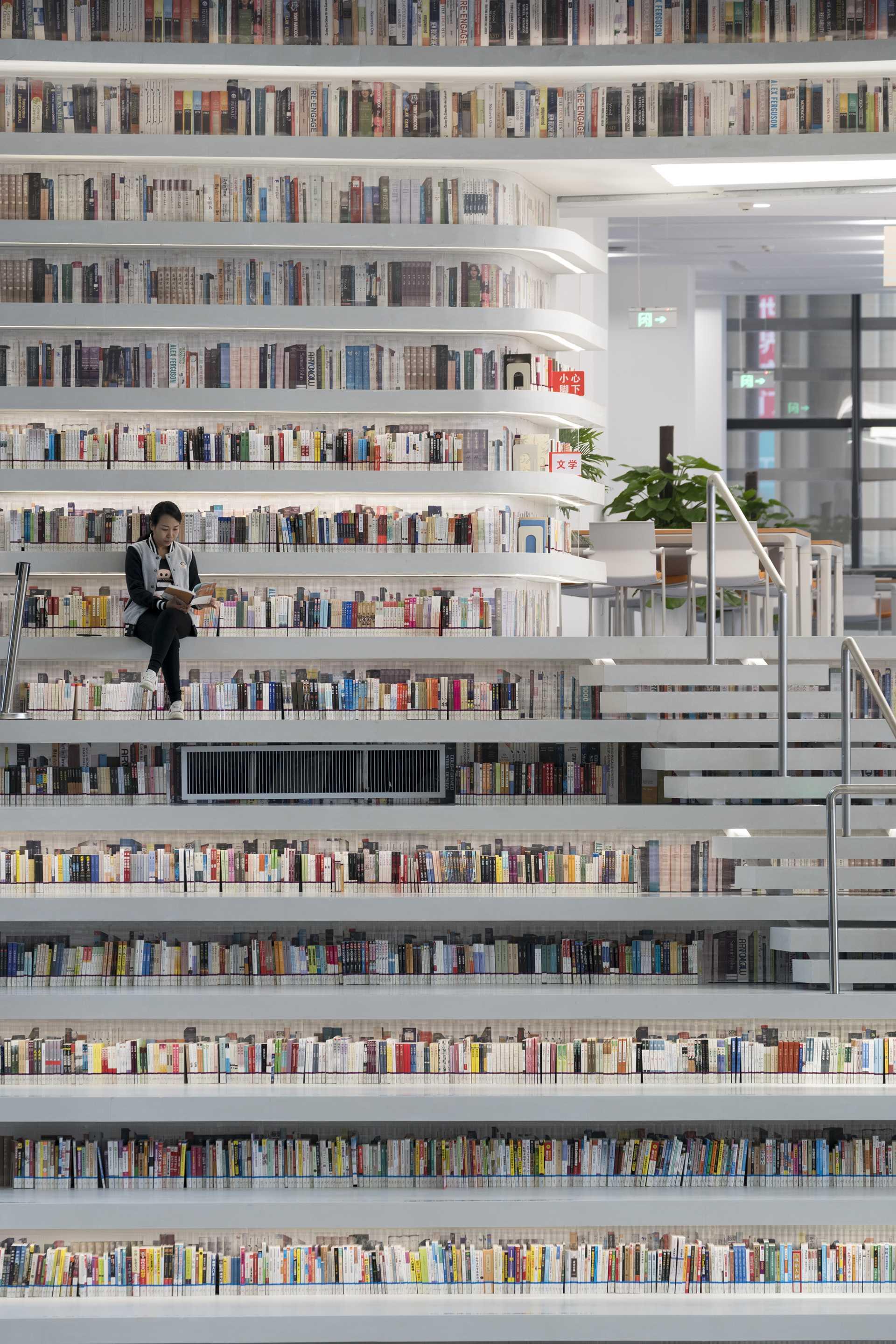 Binhai´s Public Library  - 72 01 34
