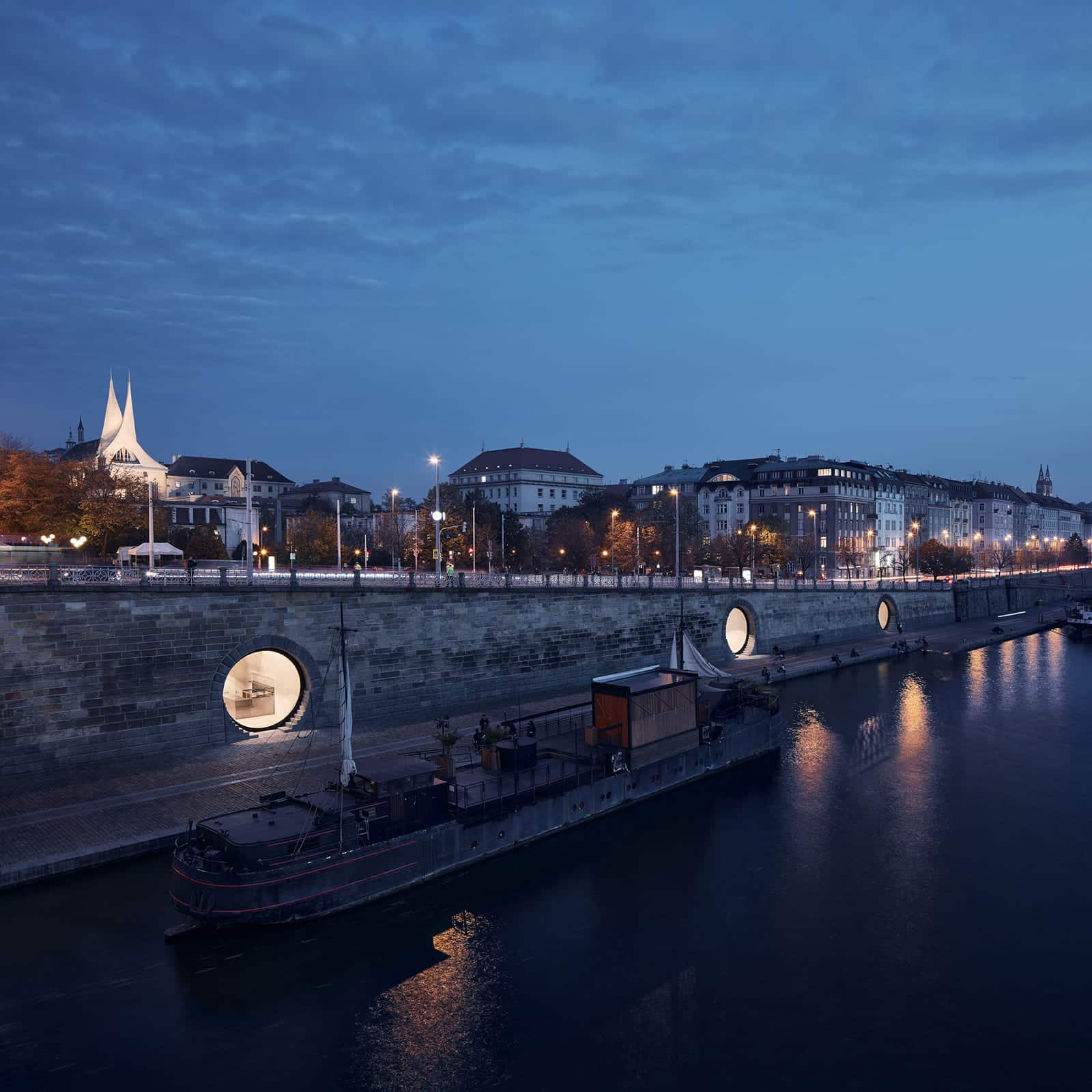 Revitalization of Prague's Riverfront  - 00 3 31